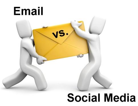 ¿Correo electrónico o redes sociales?