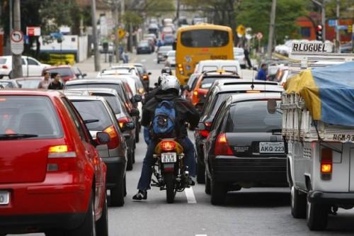 Brasil quiere cerrar cuentas de Twitter que alertan sobre controles de tránsito