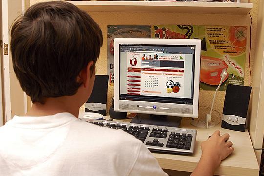 Los niños empiezan a navegar por Internet a los 4 años