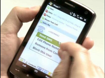 Las mujeres mandan SMS más románticos